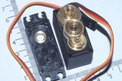 Сервопривод TowerPro MG995 (расширенный набор качалок, цифровая сервомашинка с металлическими шестернями)