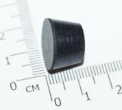 Круглая резиновая ножка черного цвета, производится из резины.